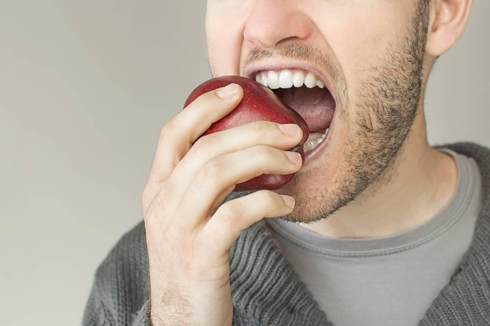 Conheça os alimentos mais importantes para evitar problemas bucais