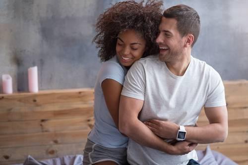 Entenda a importância do sorriso para um relacionamento de sucesso