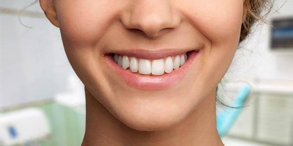 3 opções de tratamento para pessoas com dentes grandes