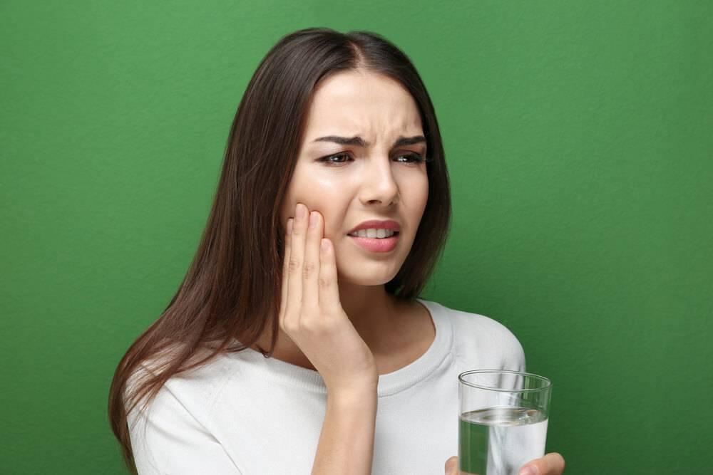 Sensibilidade nos dentes: conheça as causas e tratamentos