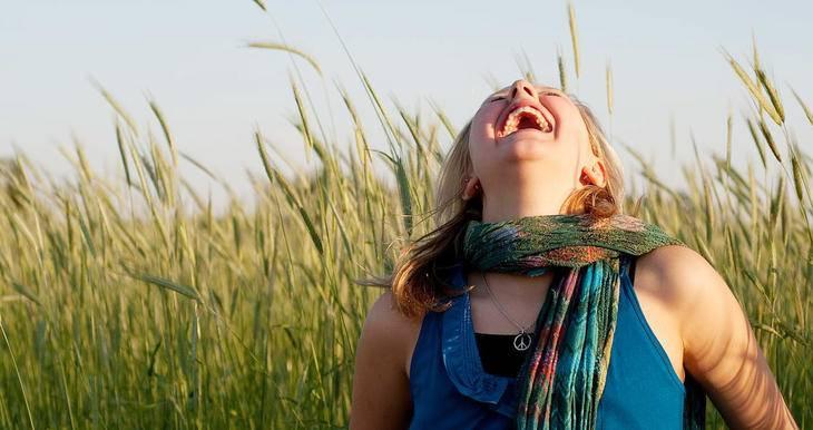 Sorrir faz bem para saúde! Confira 5 efeitos comprovados